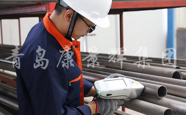 质检员检测原材料材质